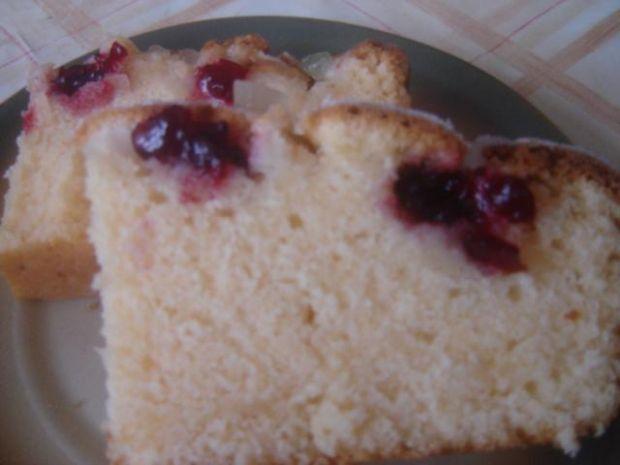 Ciasto ze śliwkami lub innymi owocami