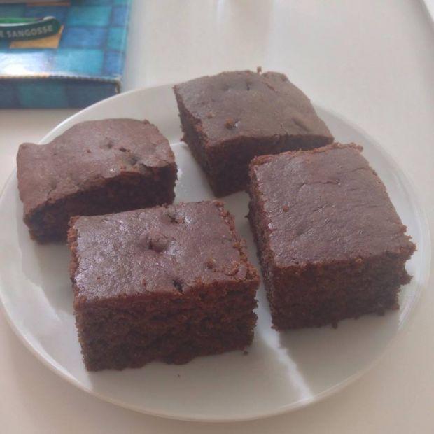 Ciemne ciasto bez mleka