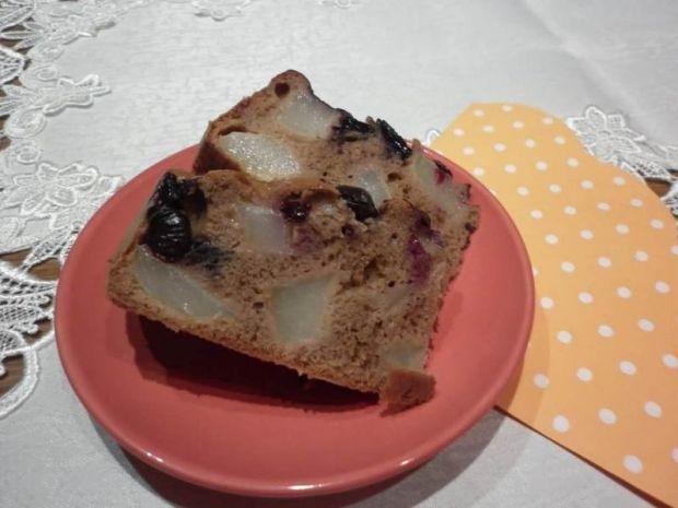 Ciemne ciasto borówkowo - gruszkowe z kardamonem