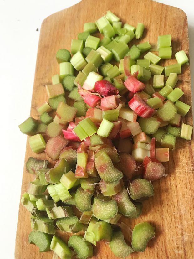 Clafoutis z rabarbarem i borówkami