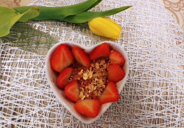 Crumble z rabarbarem i truskawkami w wersji fit