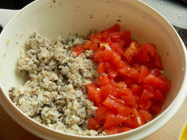 Cukinia faszerowana grzybami i pomidorami
