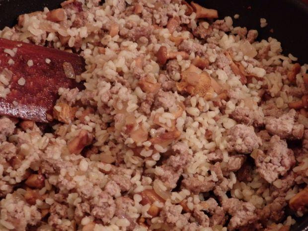 Cukinia faszerowana mięsem, kaszą bulgur i kurkami