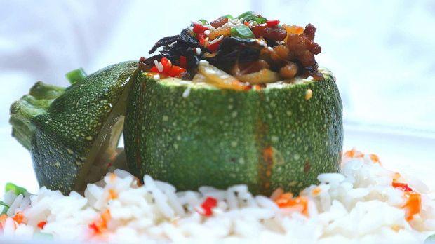 Cukinia faszerowana mięsem w stylu azjatyckim