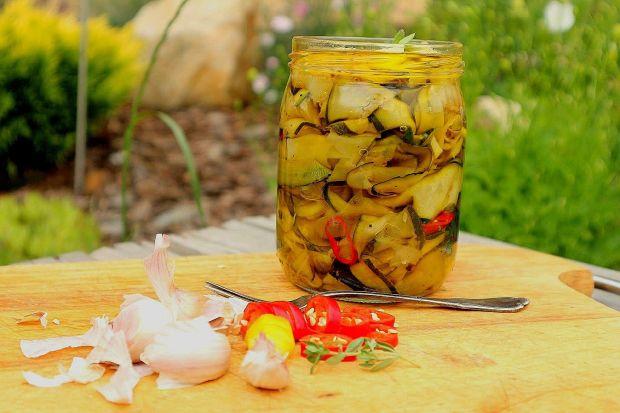 Cukinia marynowana w oliwie