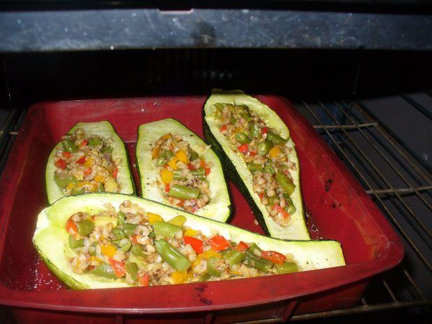 Cukinia nadziewana warzywami i kaszą gryczaną