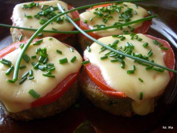 Cukinia smażona z pomidorami i serem