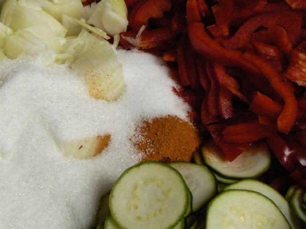 Cukinia z papryką na ostro