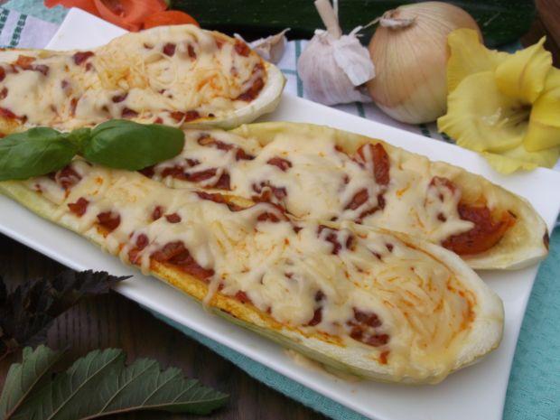Cukinia z piekarnika nadziewana pomidorami