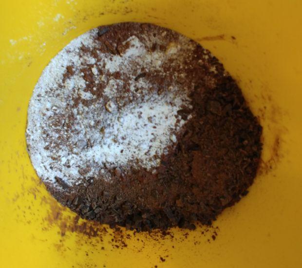 Cukiniowy czekoladowiec czerwoną porzeczką