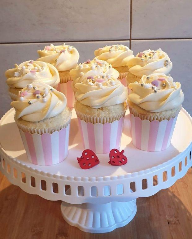 Cupcake kokosowe z kremem lemon curd