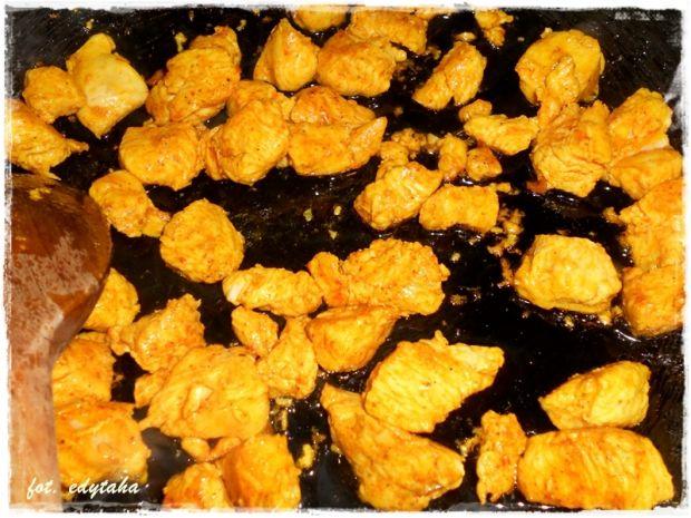 Curry z kurczaka i mango w mleczku kokosowym