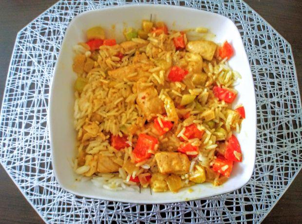 Curry z kurczakiem, warzywami i ryżem