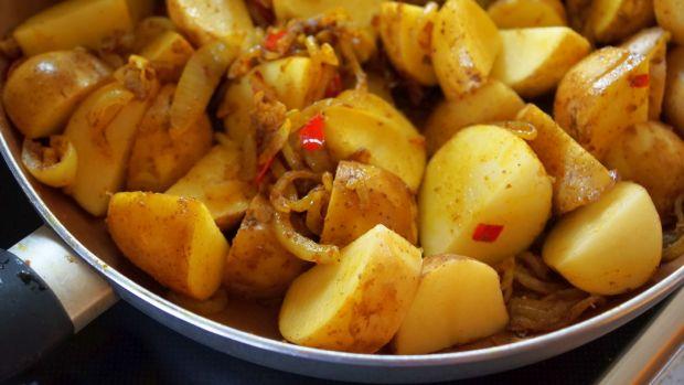 Curry z  ziemniakami i fasolką
