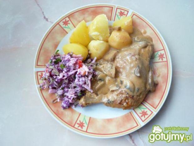 Ćwiartki z kurczaka w pieczarkowym sosie
