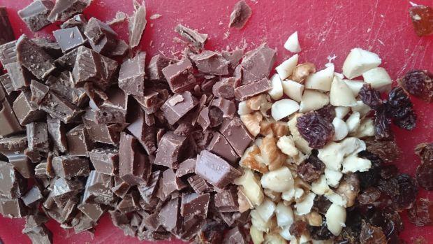 Cynamonowe ciasteczka z czekoladą i bakaliami