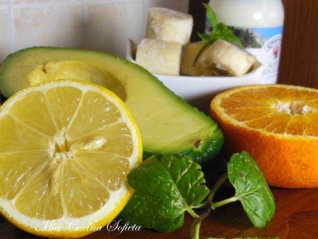 Cytrusowe smoothie z awokado