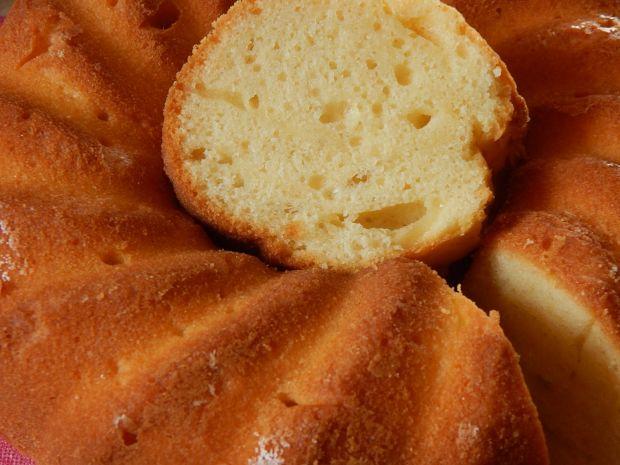 Cytrynowa babka kefirowa