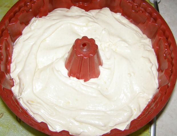 Cytrynowa babka na białkach