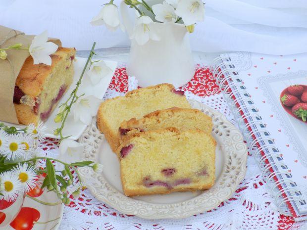 Cytrynowe, ucierane ciasto z truskawkami