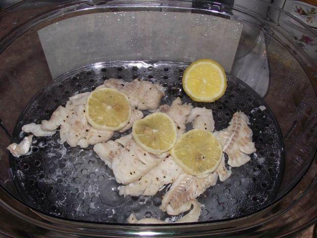Cytrynowy dorsz przygotowany na parze