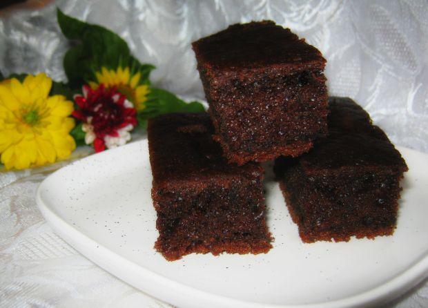 Czarne ciasto z cukinią