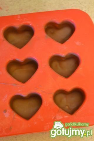 Czekoladki z nadzieniem truskawkowym