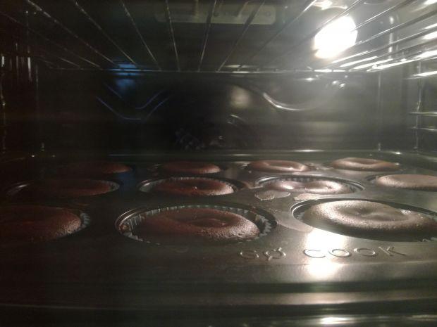 Czekoladowe babeczki muffinki z serkiem twarogowym