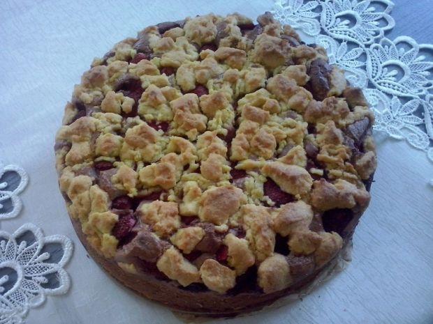 Czekoladowe ciasto z truskawkami i kokosem