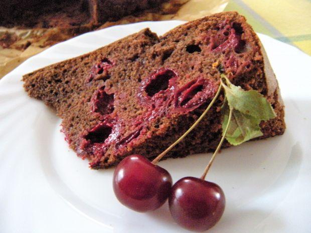 Czekoladowe ciasto z wiśniami