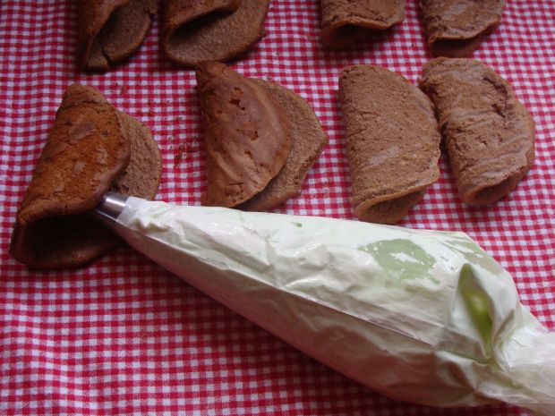 Czekoladowe omleciki z sosem czekoladowym