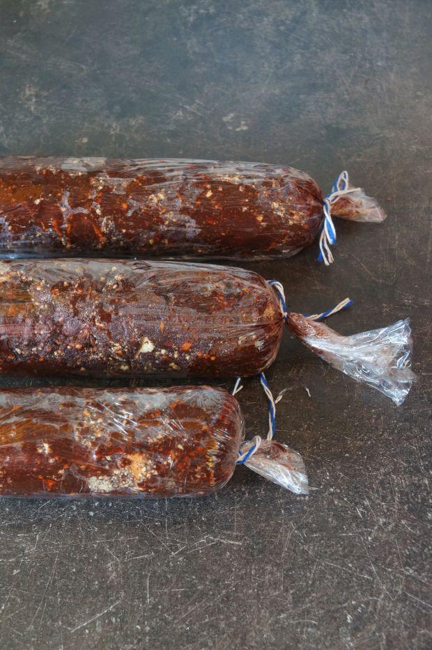 Czekoladowe salami z orzechami laskowymi