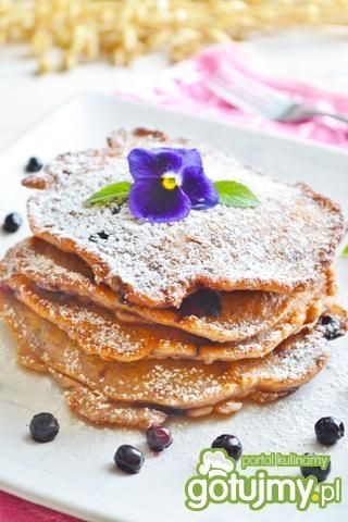 Czekoladowo-waniliowe pancakes z owocami
