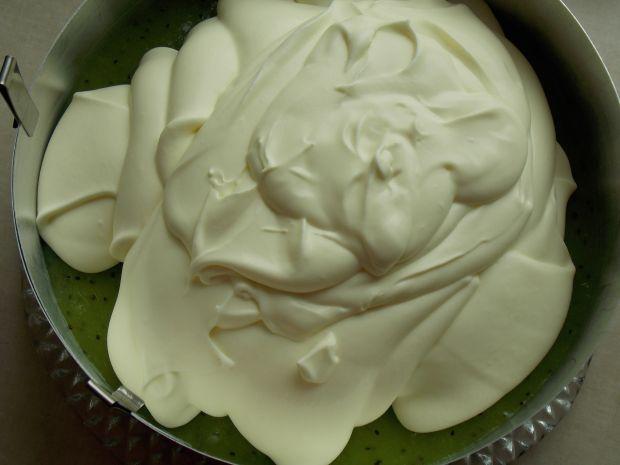 Czekoladowy torcik z kiwi