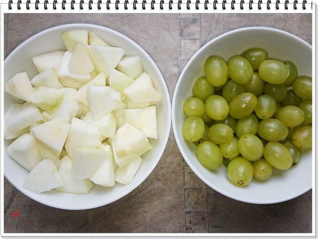 Czerwona kapusta Eli z winogronami i jabłkiem