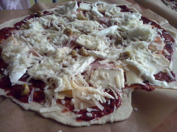 Cztery sery - pizza na cienkim cieście