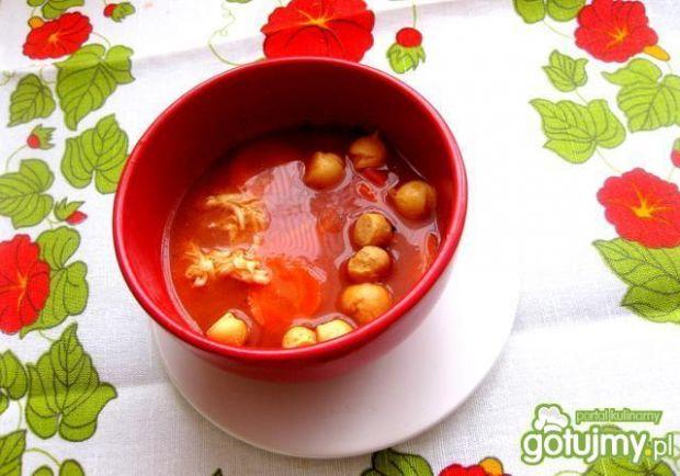 Czysta pomidorowa z groszkiem ptysiowym