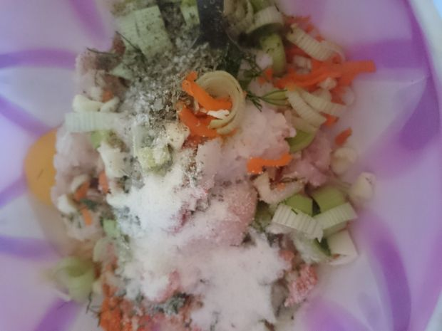 Delikatne pulpety z indyka z warzywami i koperkiem