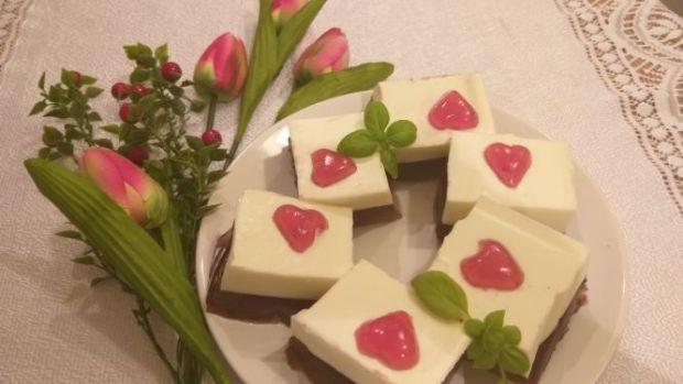 Deser galaretkowo - jogurtowy z serduszkami