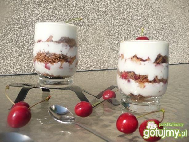 Deser jogurtowy z czereśniami