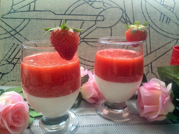 Deser jogurtowy z truskawkami
