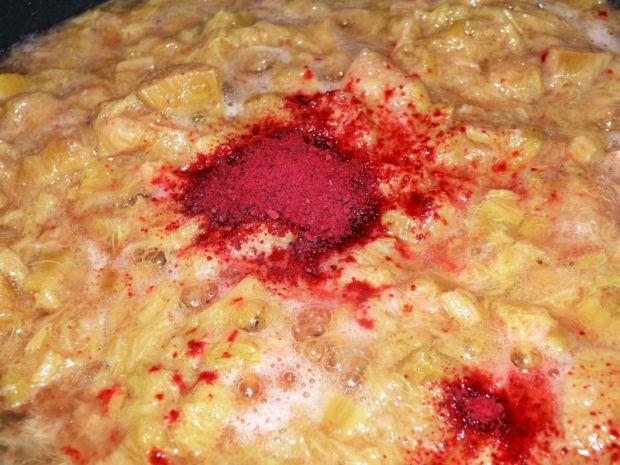 Deser rabarbarowy z ricottą i suszonymi burakami