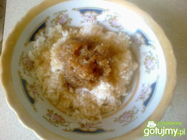 Deser ryżowy z musem jabłkowym