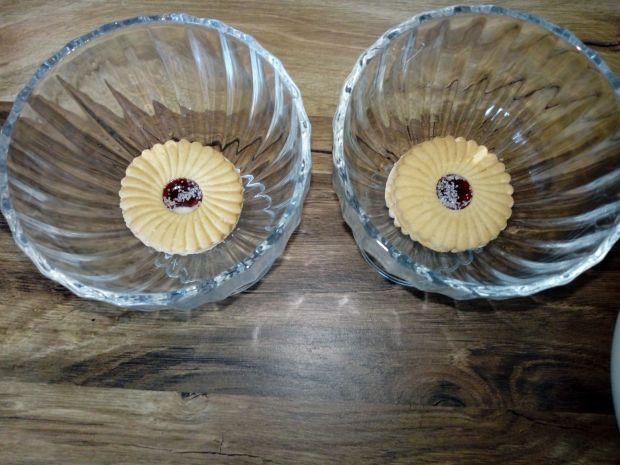Deser smietankowy z truskawkami