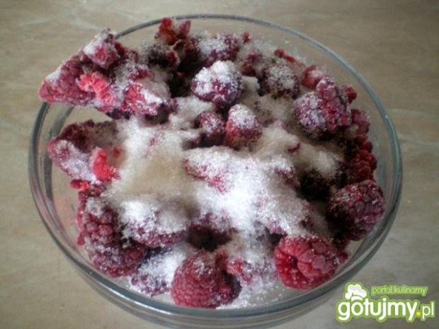 Deser śmietanowo-malinowy z ciasteczkami
