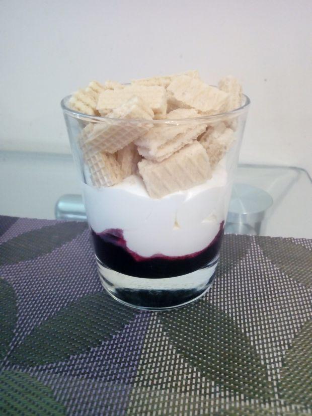 Deser śmiwtanowo - wafelkowy