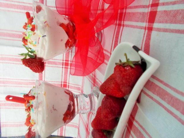 Deser truskawkowy do pucharków na zimno