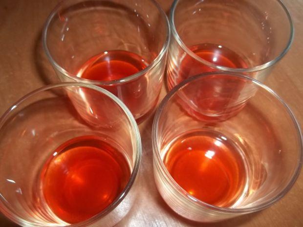 Deser truskawkowy z bezami