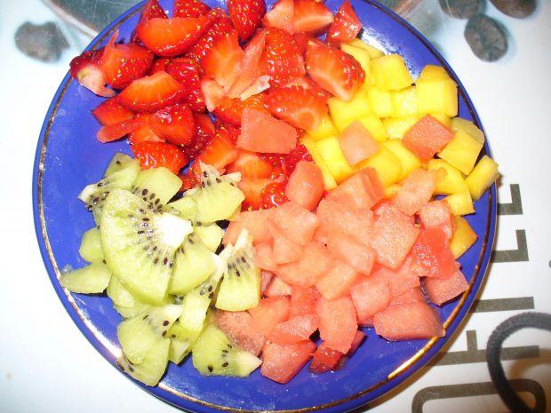 Deser z hia i owocami