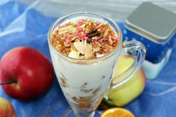 Deser z jabłek z cynamonem i śmietaną ryżową